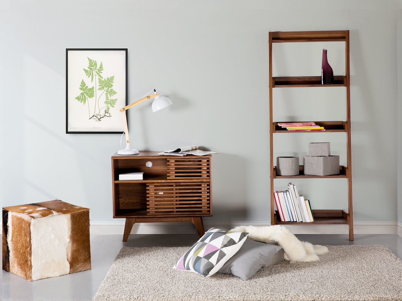 Коричневая винтажная мебель