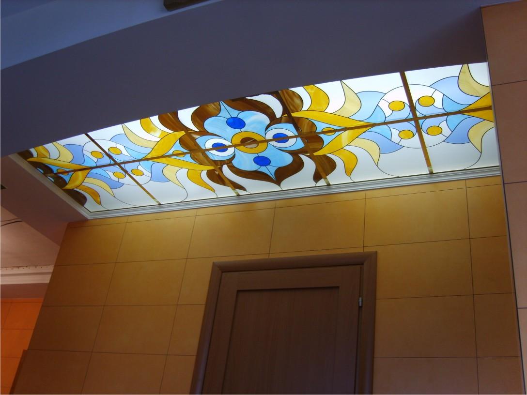 Витраж на потолке в ванной комнате