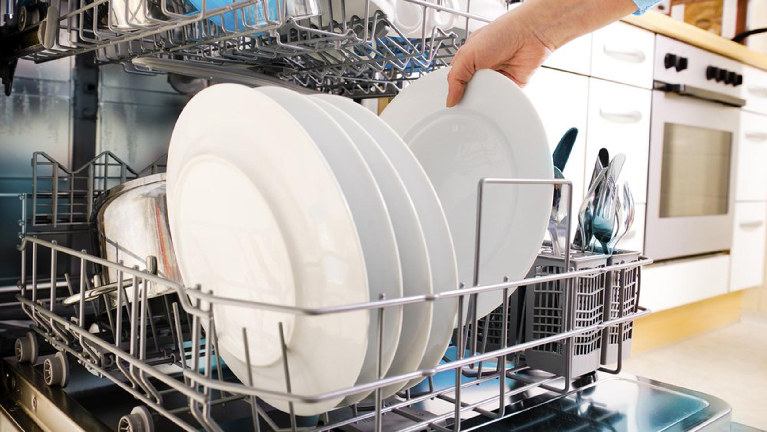Выбор посудомоечной машины: основные характеристики, плюсы и минусы