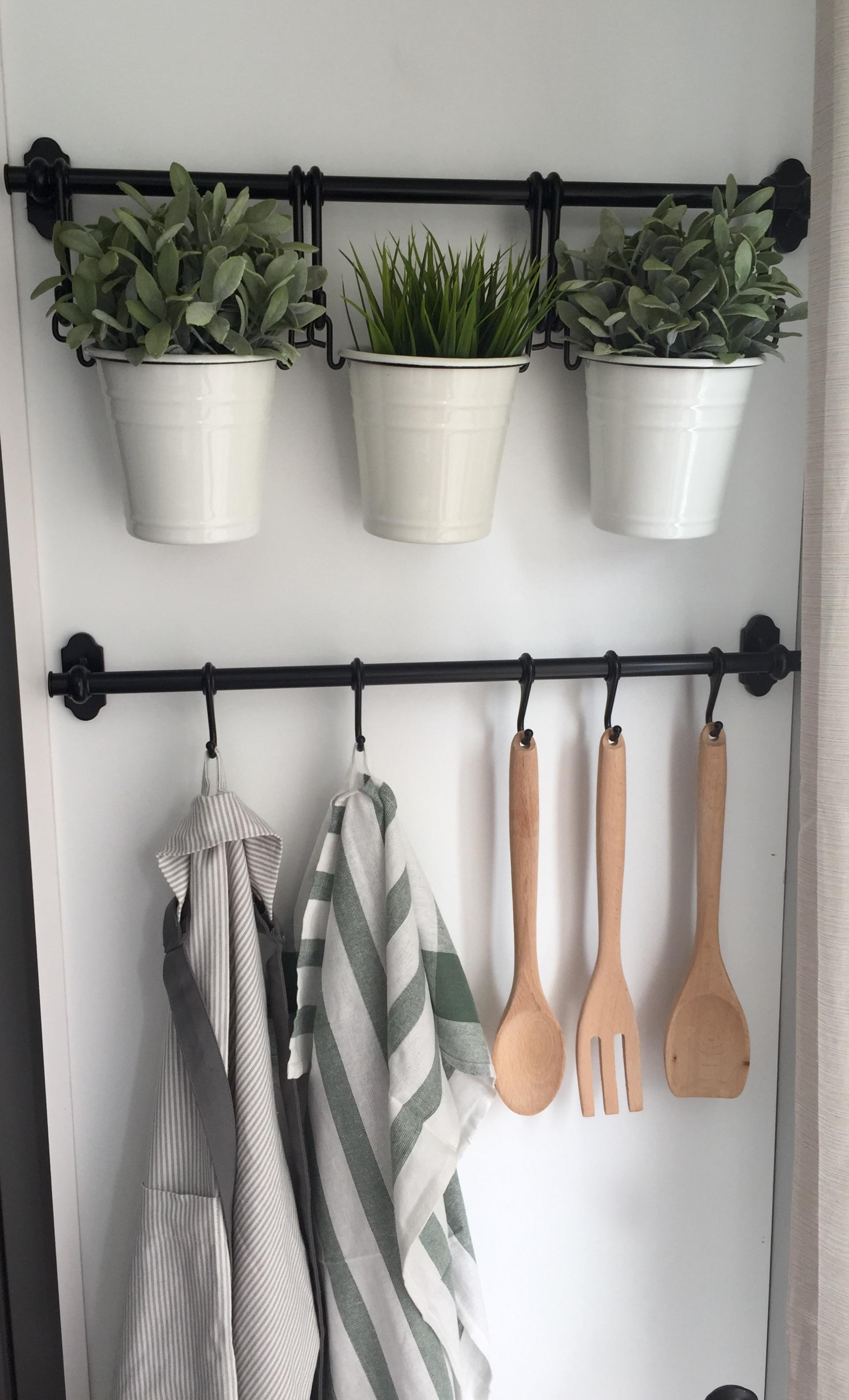 Рейлинг для кухни с цветами