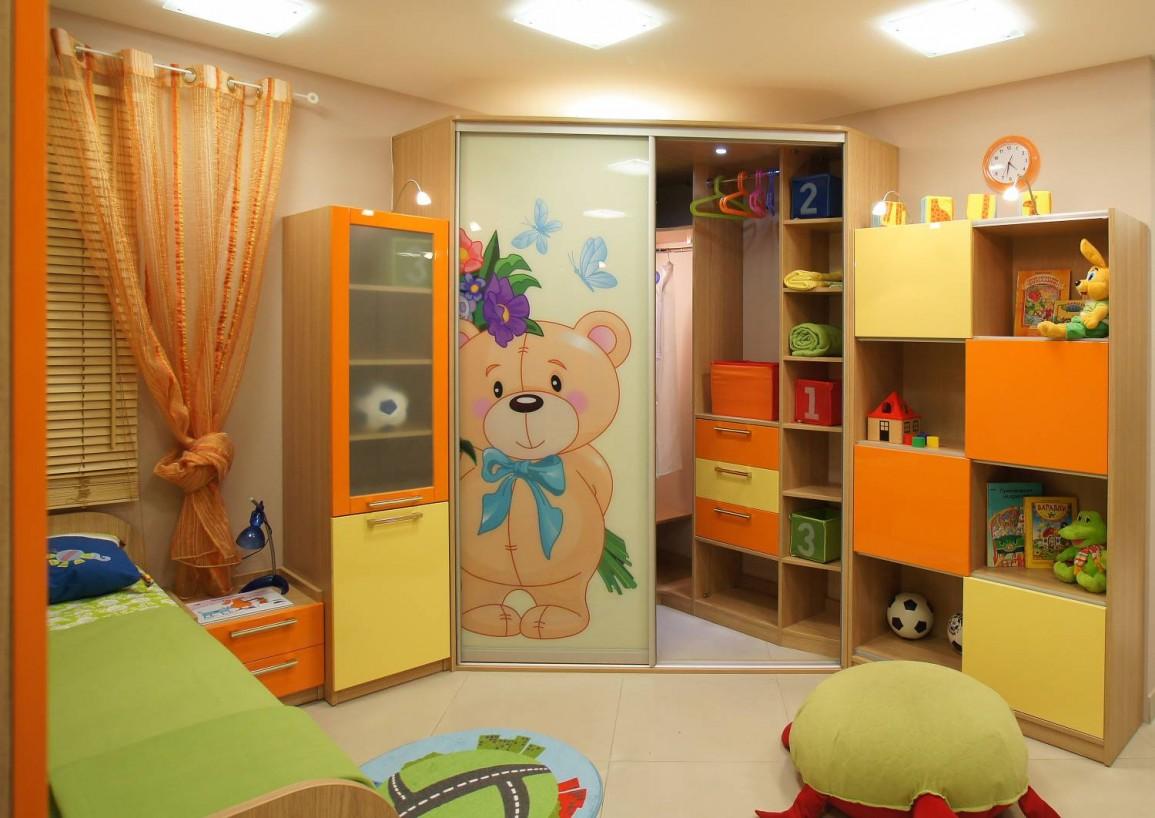 Желтая детская комната