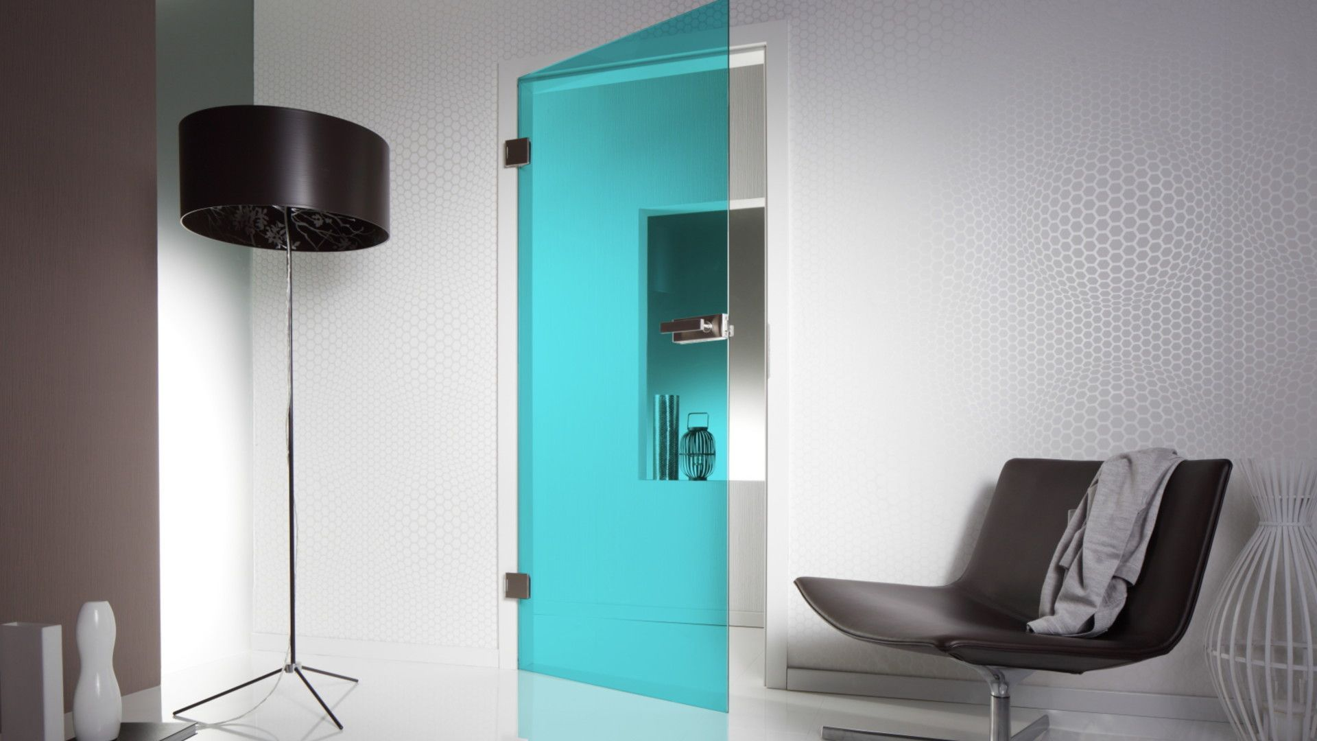 Стеклянные двери для дома: виды и их характеристики (29 фото)