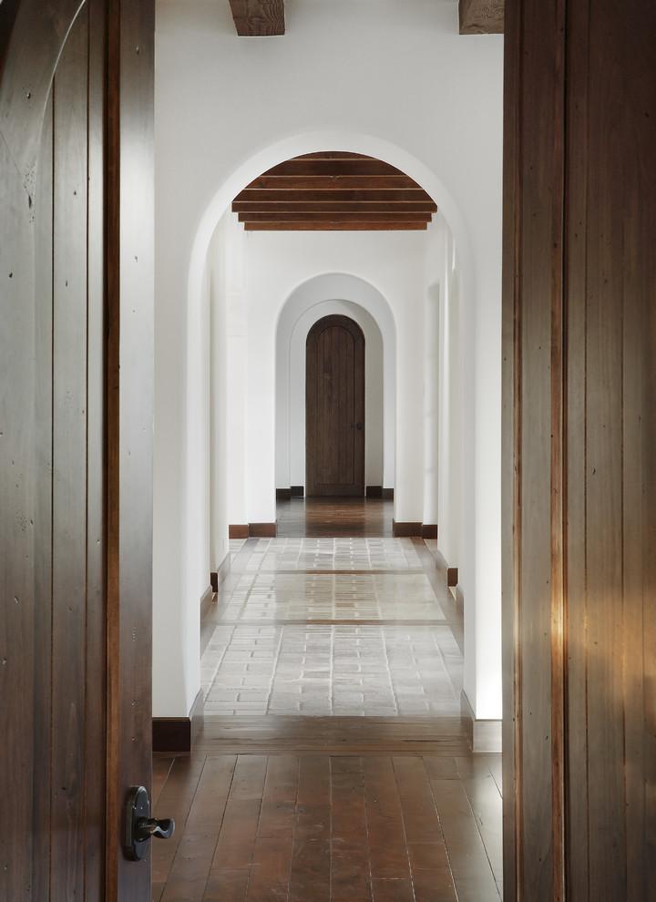 Дверной проем в коридоре