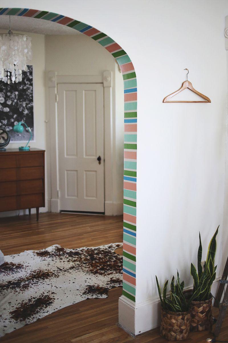 Декор дверного проема краской