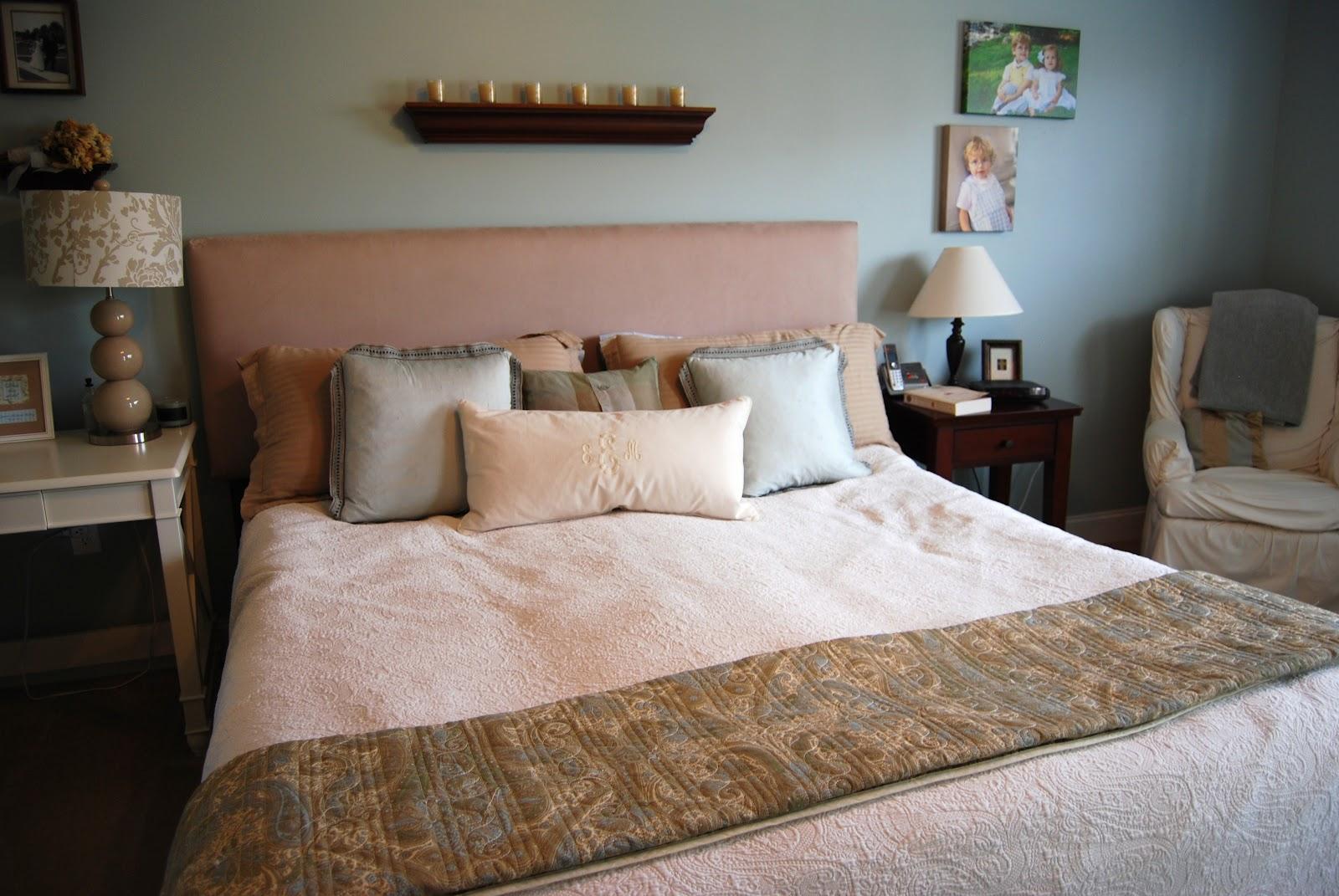 Полки над кроватью