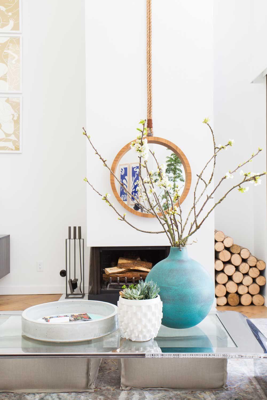 Дизайн гостиной с бирюзовым декором
