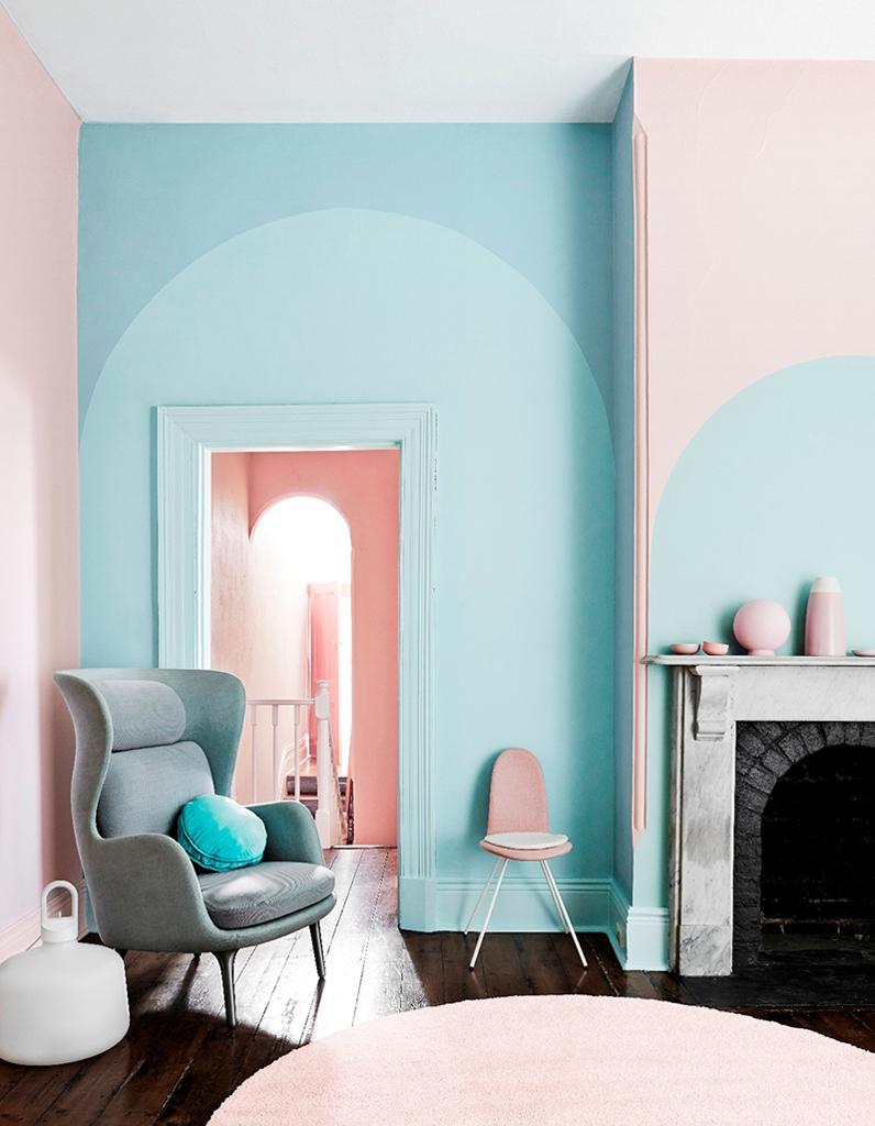 Декоративная покраска в бирюзовый в гостиной