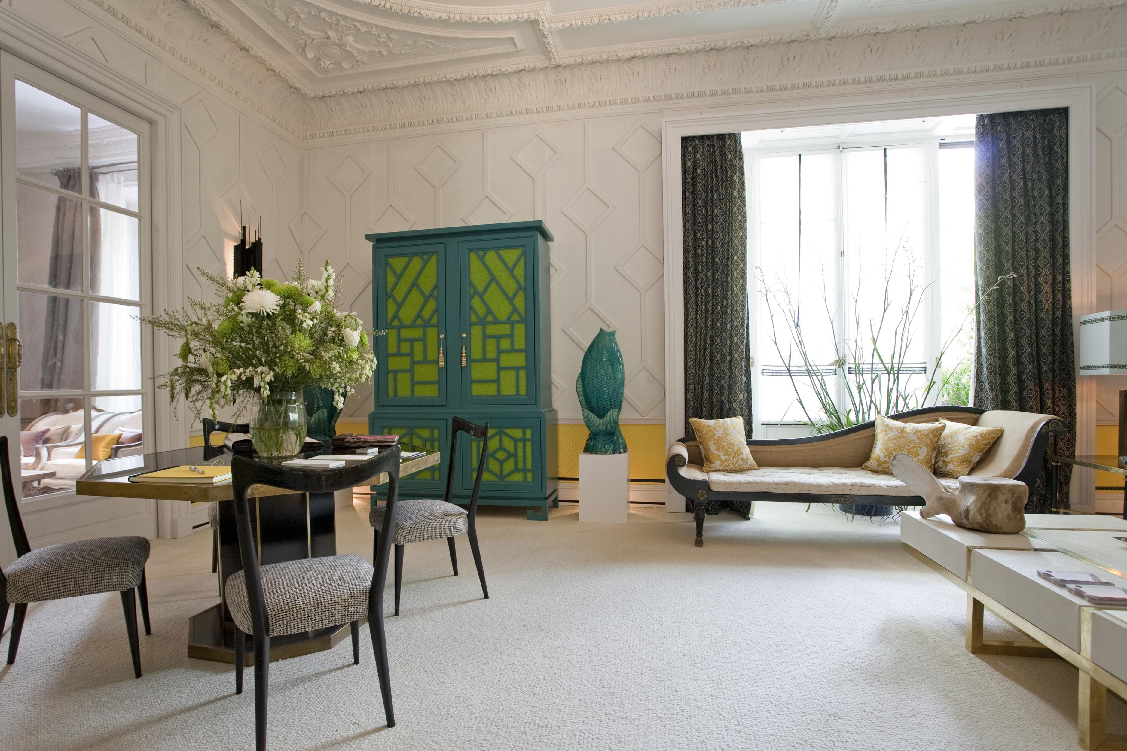 Дизайн бирюзовой гостиной в эклектичном стиле