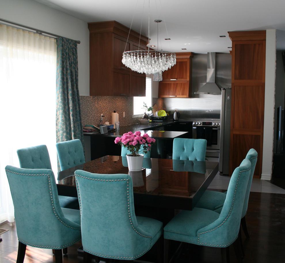 Дизайн бирюзово-коричневой гостиной