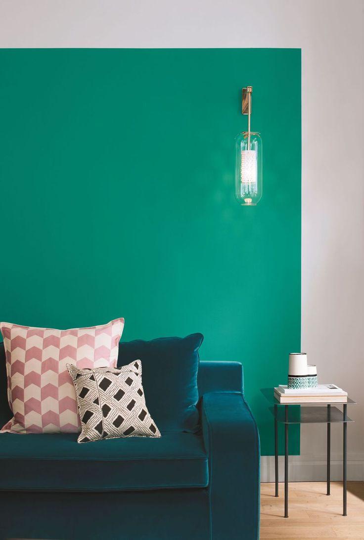 Бирюзовая краска для стен гостиной
