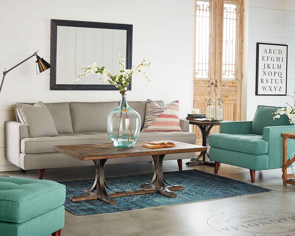 Бирюзовое кресло в гостиной