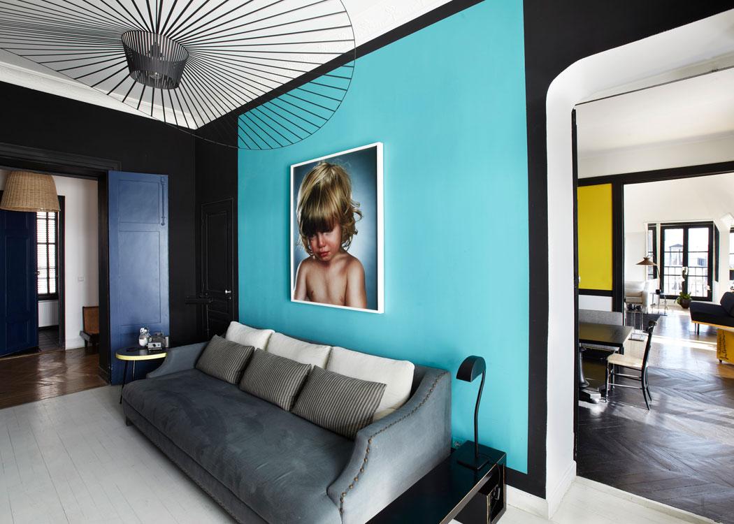 Дизайн бирюзовой гостиной в квартире