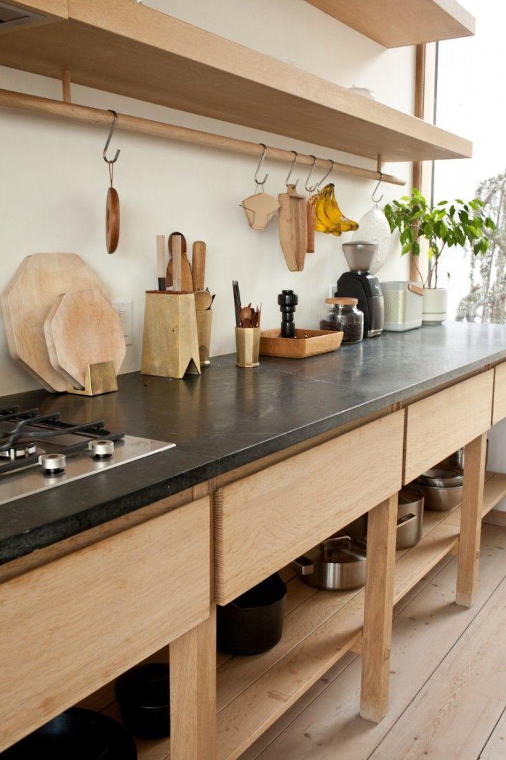 Кухня цвета ванили в стиле лофт