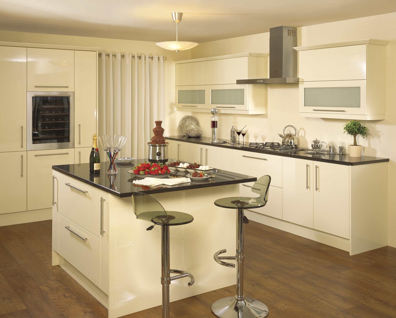 Кухня цвета ванили в стиле модерн
