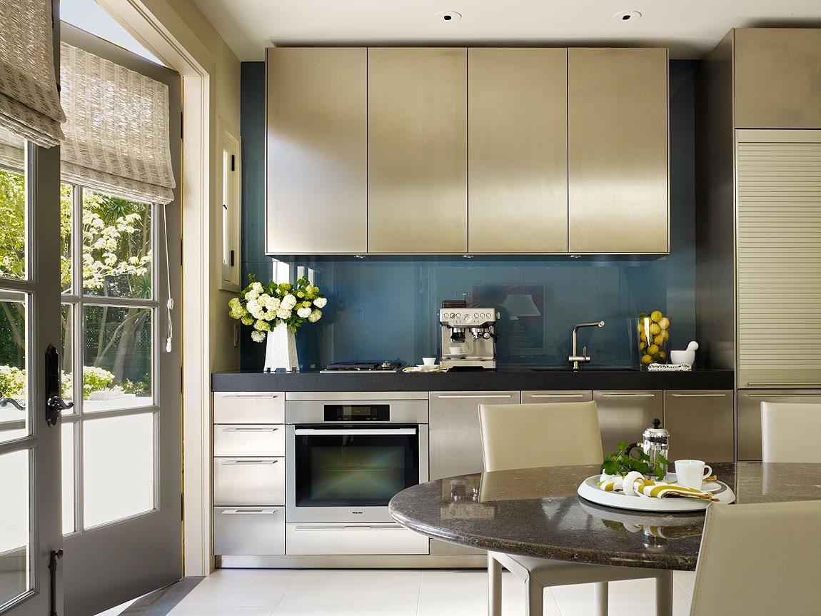 Роскошный золотой дизайн кухни: готовим королевскую трапезу (24 фото)