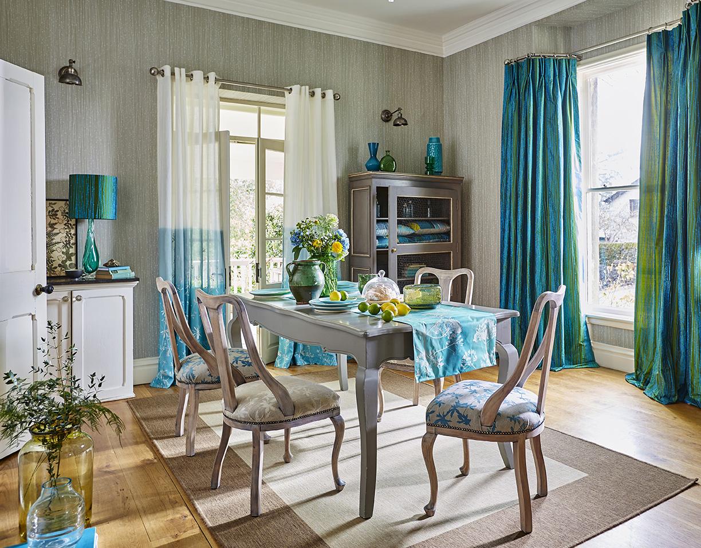 Дизайн бирюзовой гостиной в стиле прованс