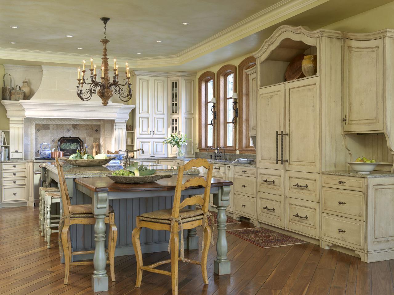 Кухня цвета ванили в стиле прованс