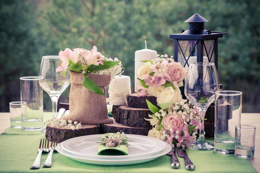 Вариант сервировки свадебного стола