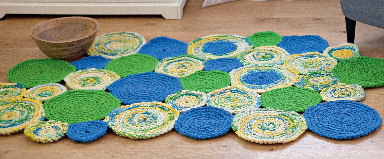 Вязаный коврик – теплота под ногами (31 фото)
