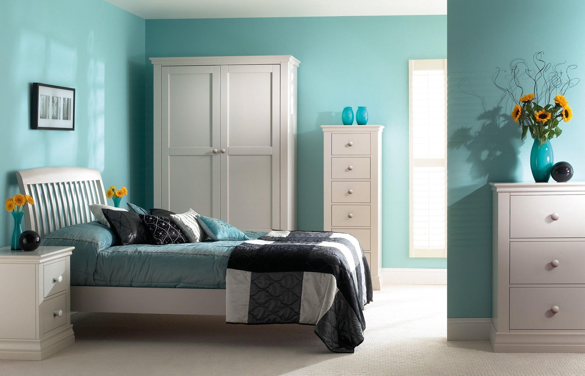 Бирюзовая спальня: декор и сочетание цветов (27 фото)