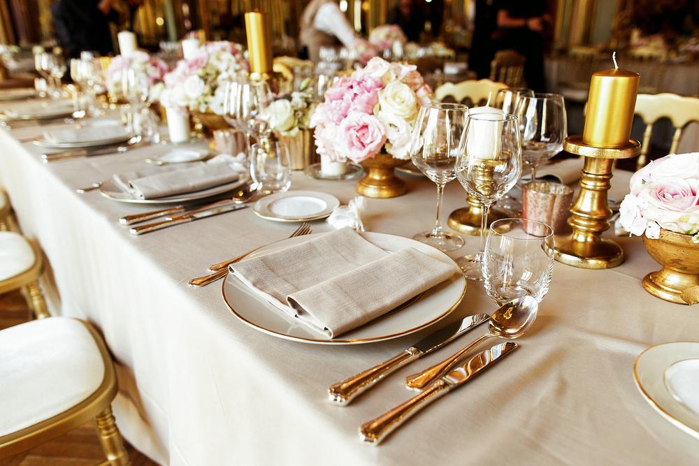 Декор стола в классическом стиле