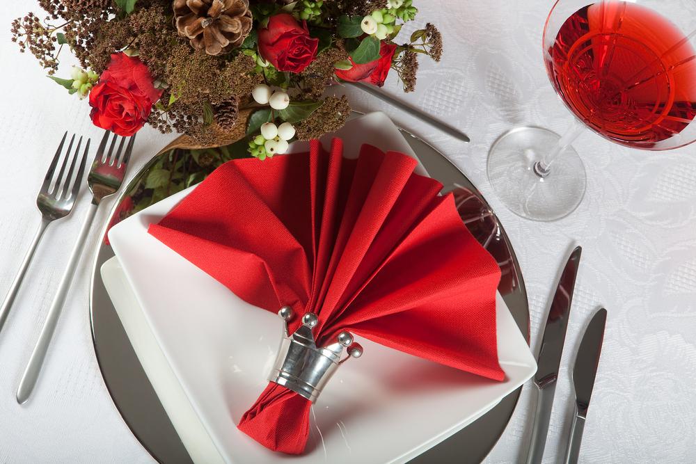 Декор стола для свадьбы в красном стиле