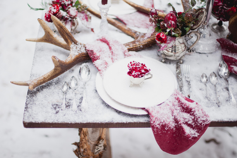 Декор стола для свадьбы зимой