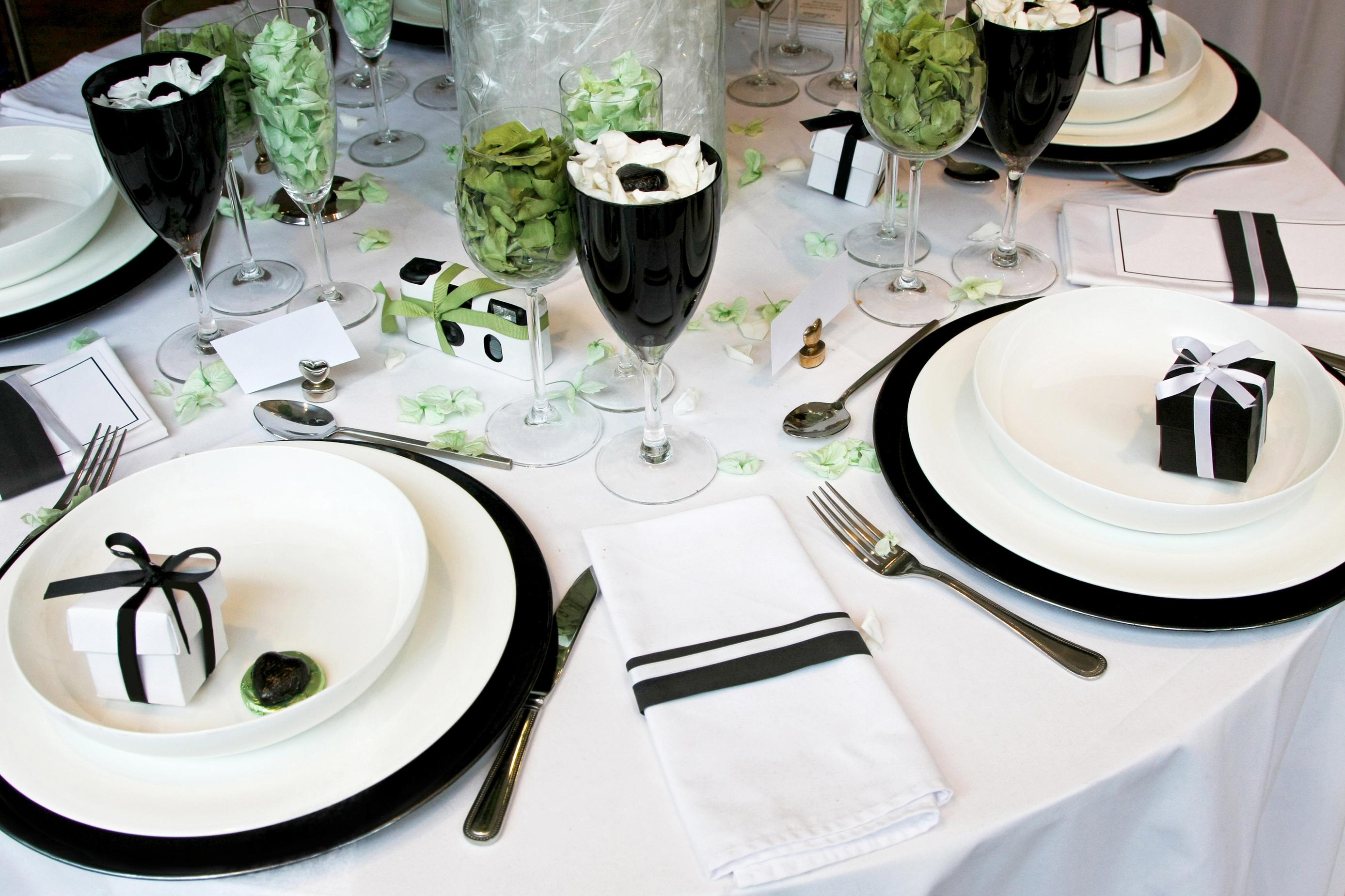 Украшение свадебного стола в черно-белом стиле