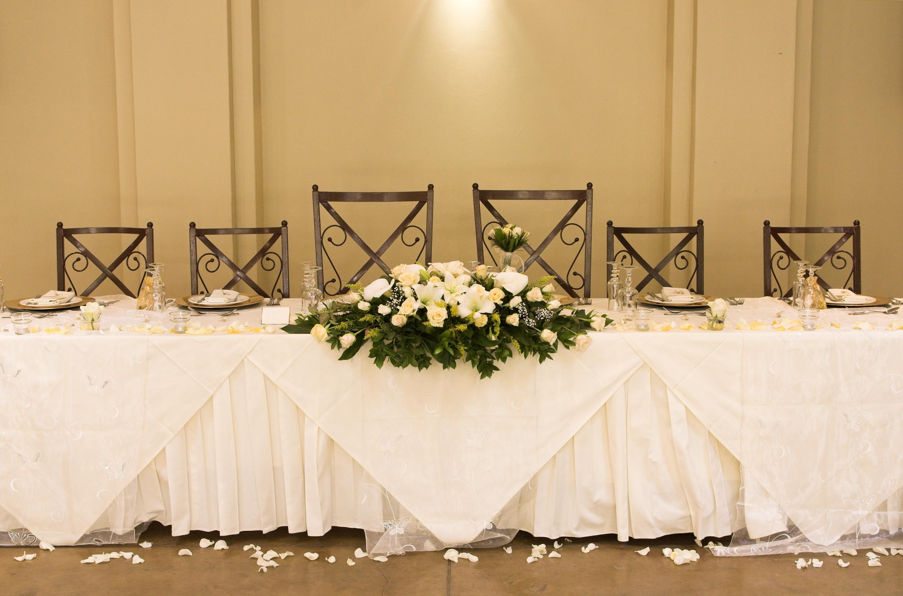 Декор стола тканью и цветами своими руками
