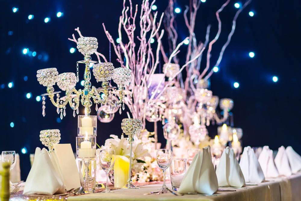 Декор свадебного стола световыми инсталяциями
