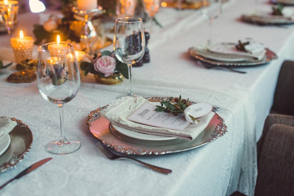 Вариант украшения свадебного стола