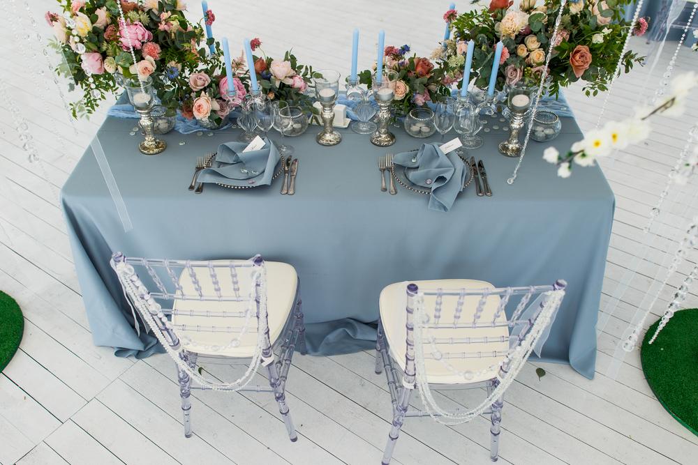 Вариант декора стола для новобрачных