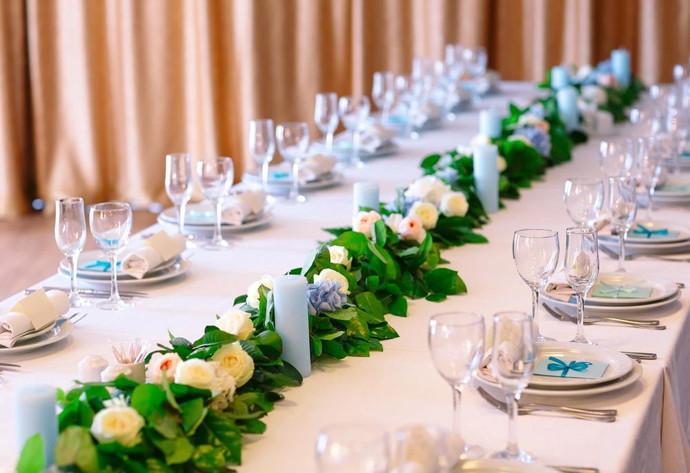 Вариант сервировки стола для гостей