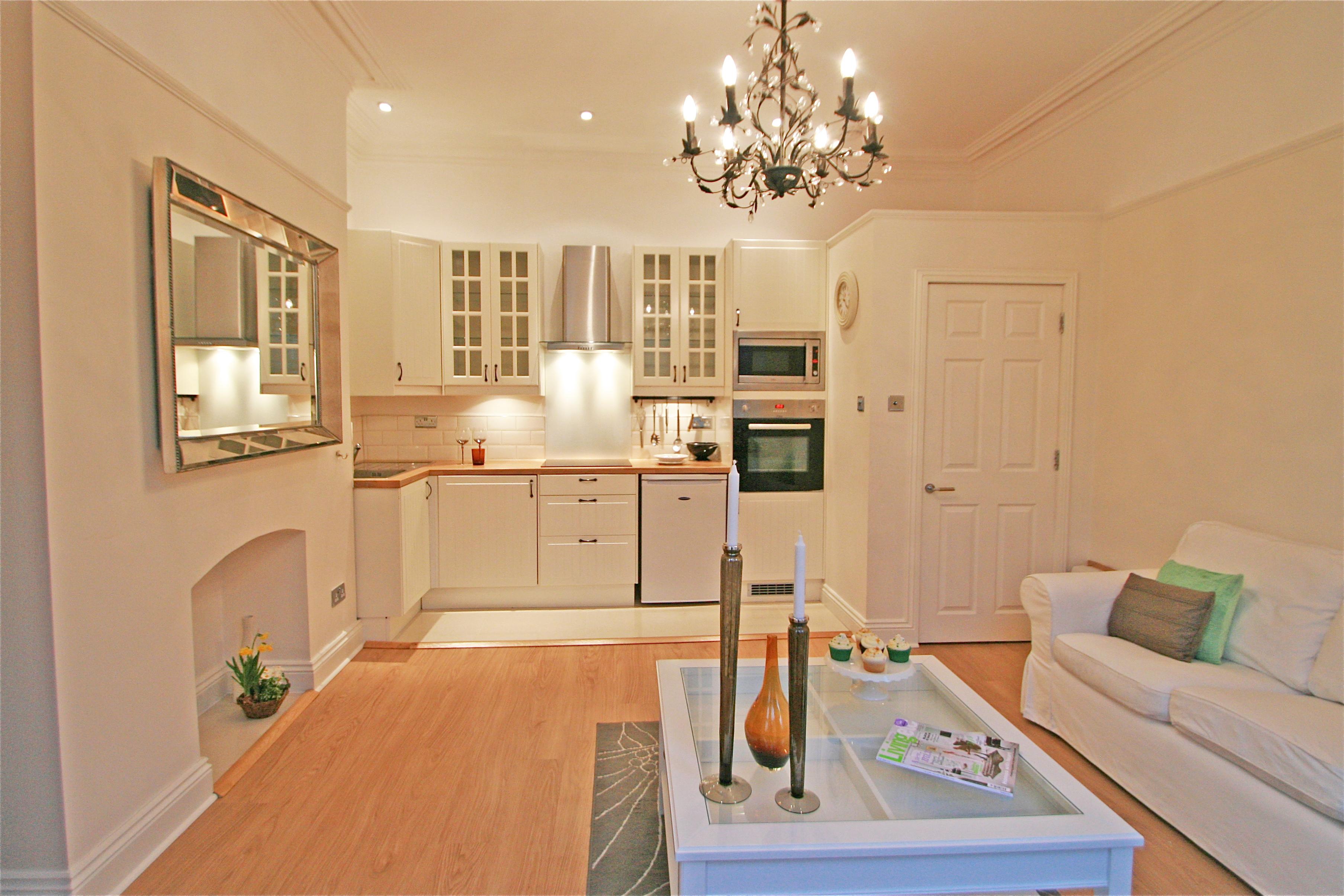 Кухня цвета ванили в квартире студии