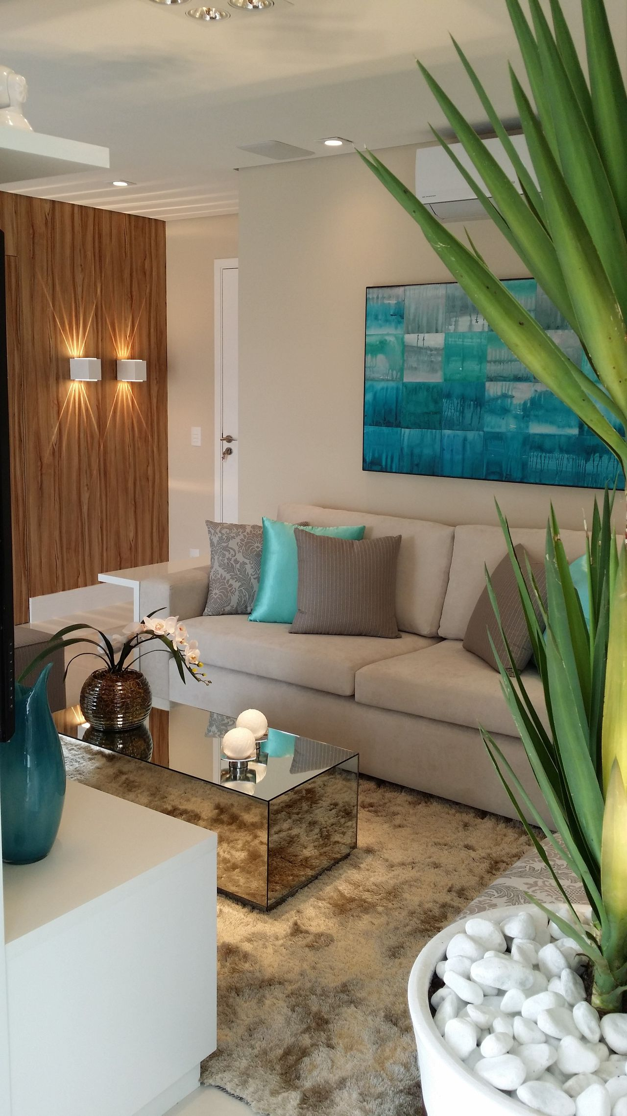 Дизайн гостиной в бирюзовых тонах