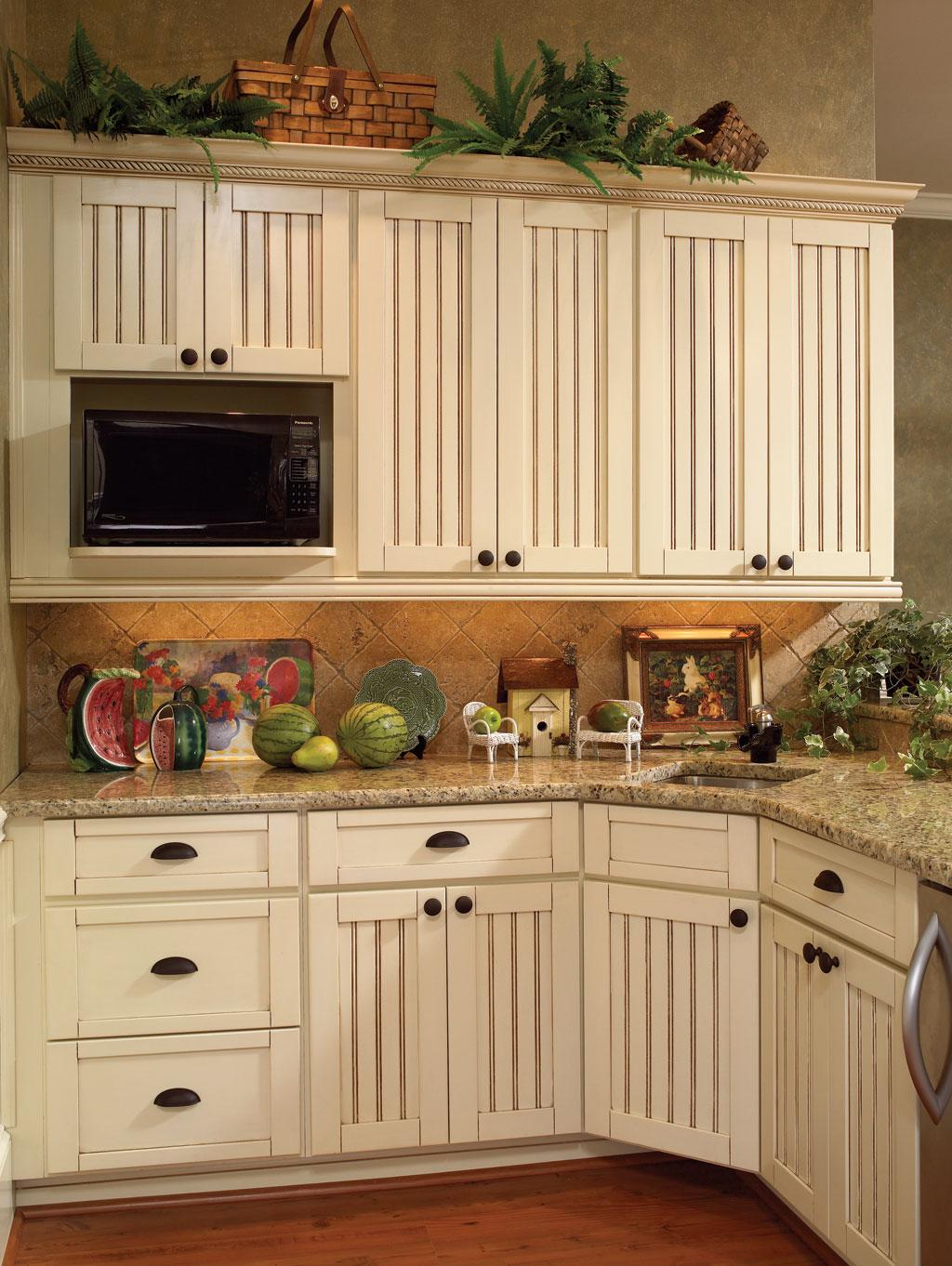 Кухня цвета ванили угловая