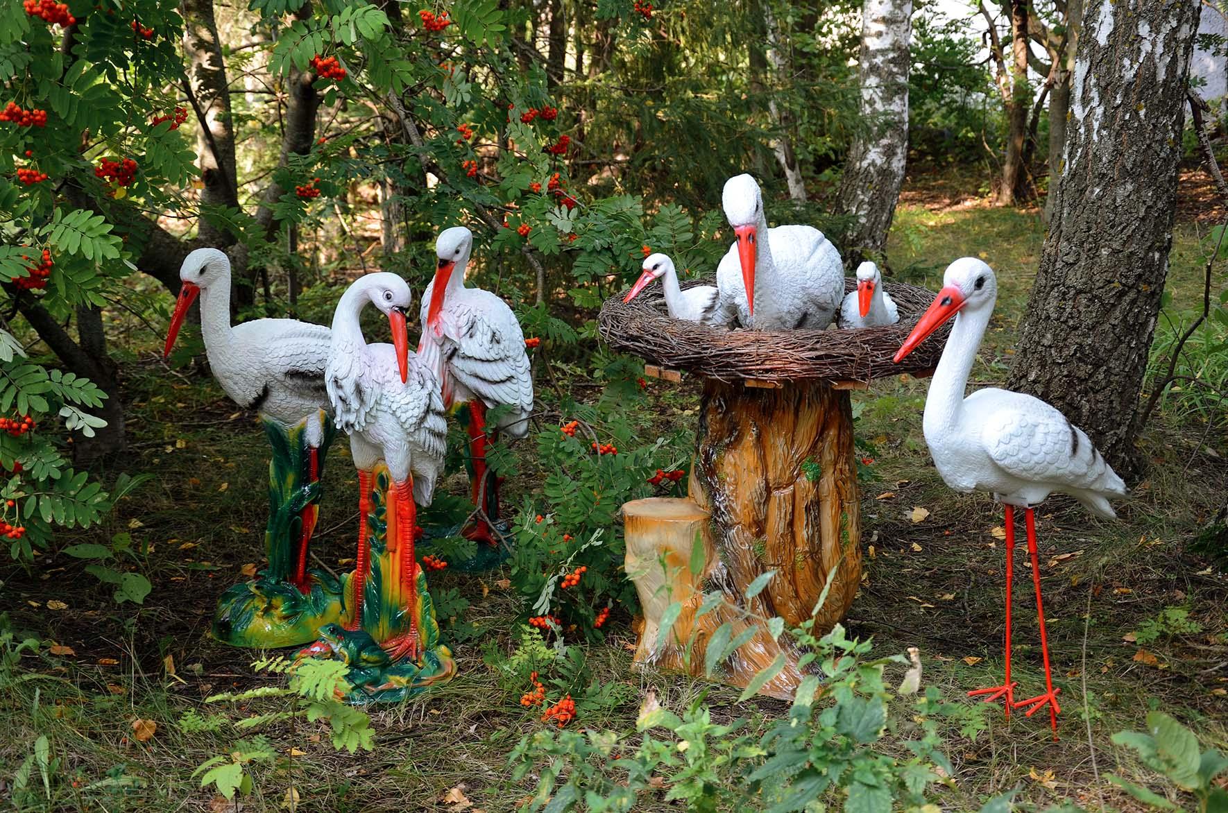 Садовая скульптура аисты