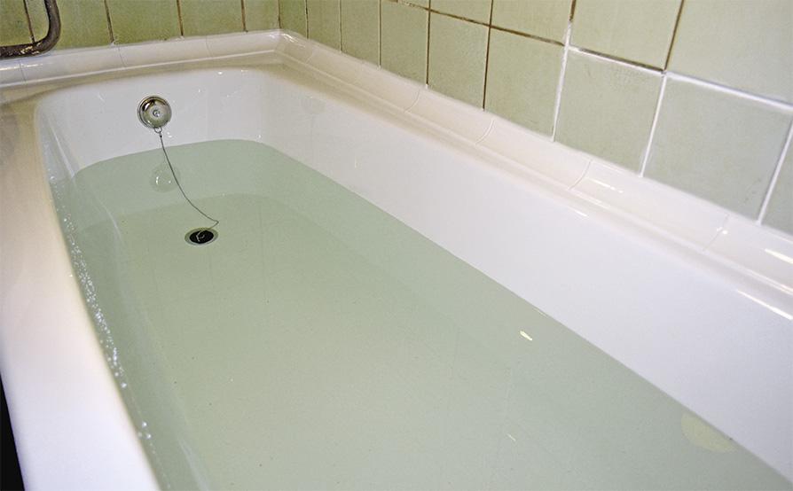 Герметизация ванны акриловым бордюром