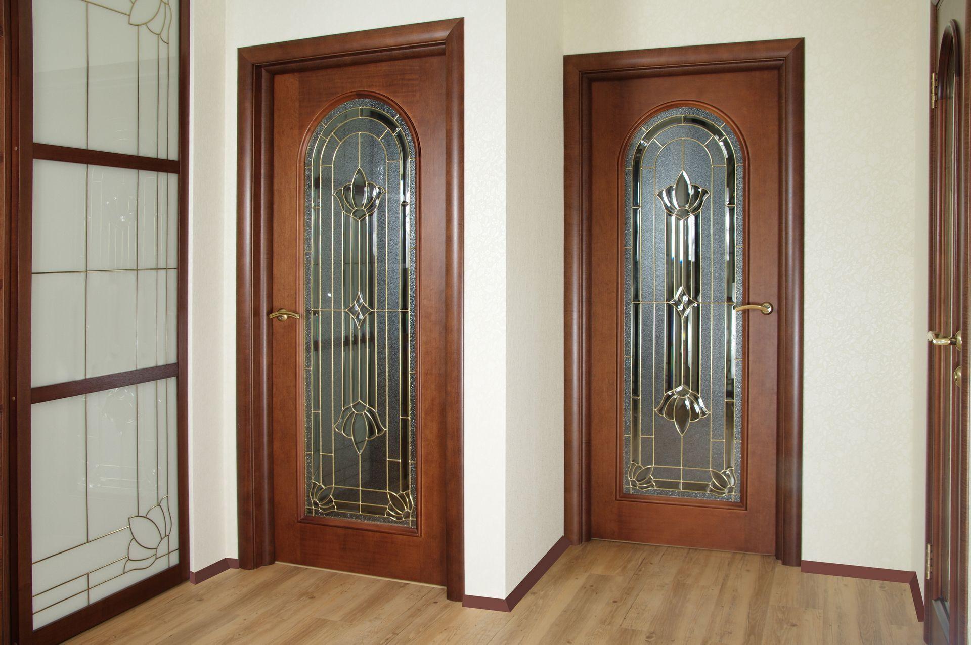 Александрийские двери со стеклом