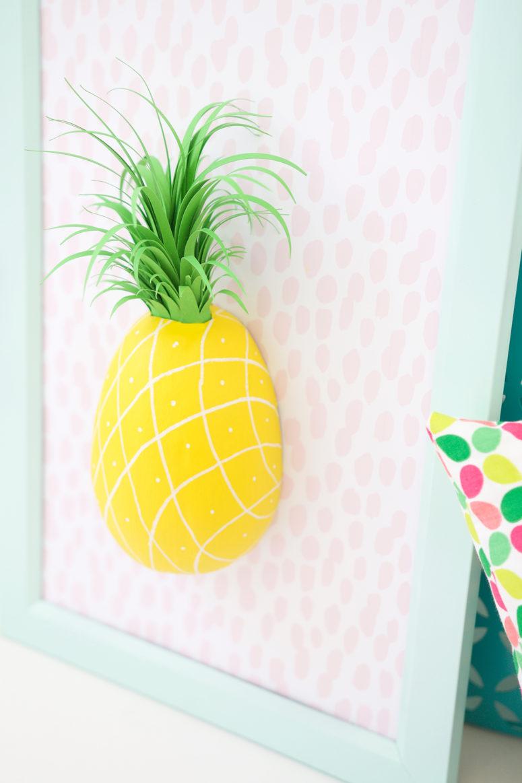 Панно декоративное из бумаги с ананасом