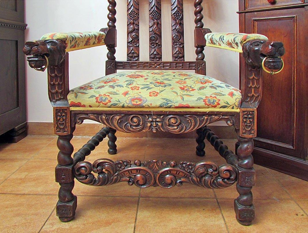 Антикварное кресло-трон