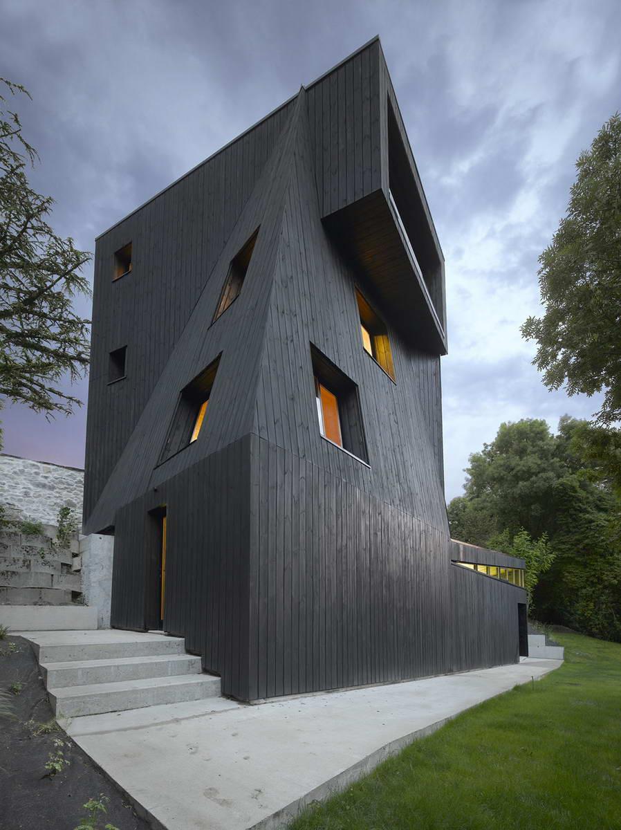 Дом с необычной архитектурой