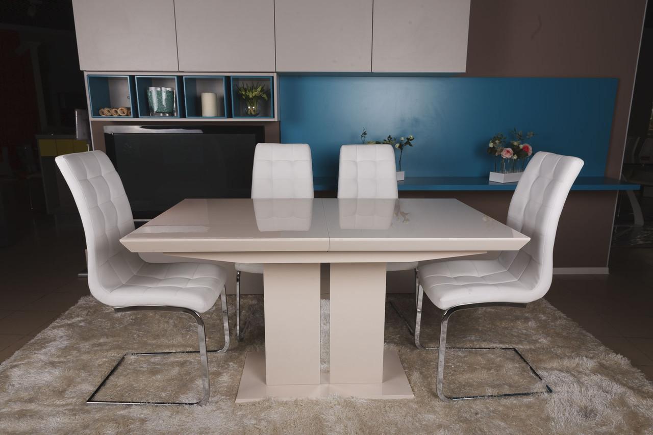 Бежевый глянцевый стол