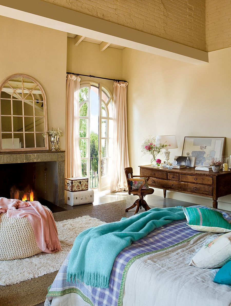 Расстановка мебели в спальне бежевой
