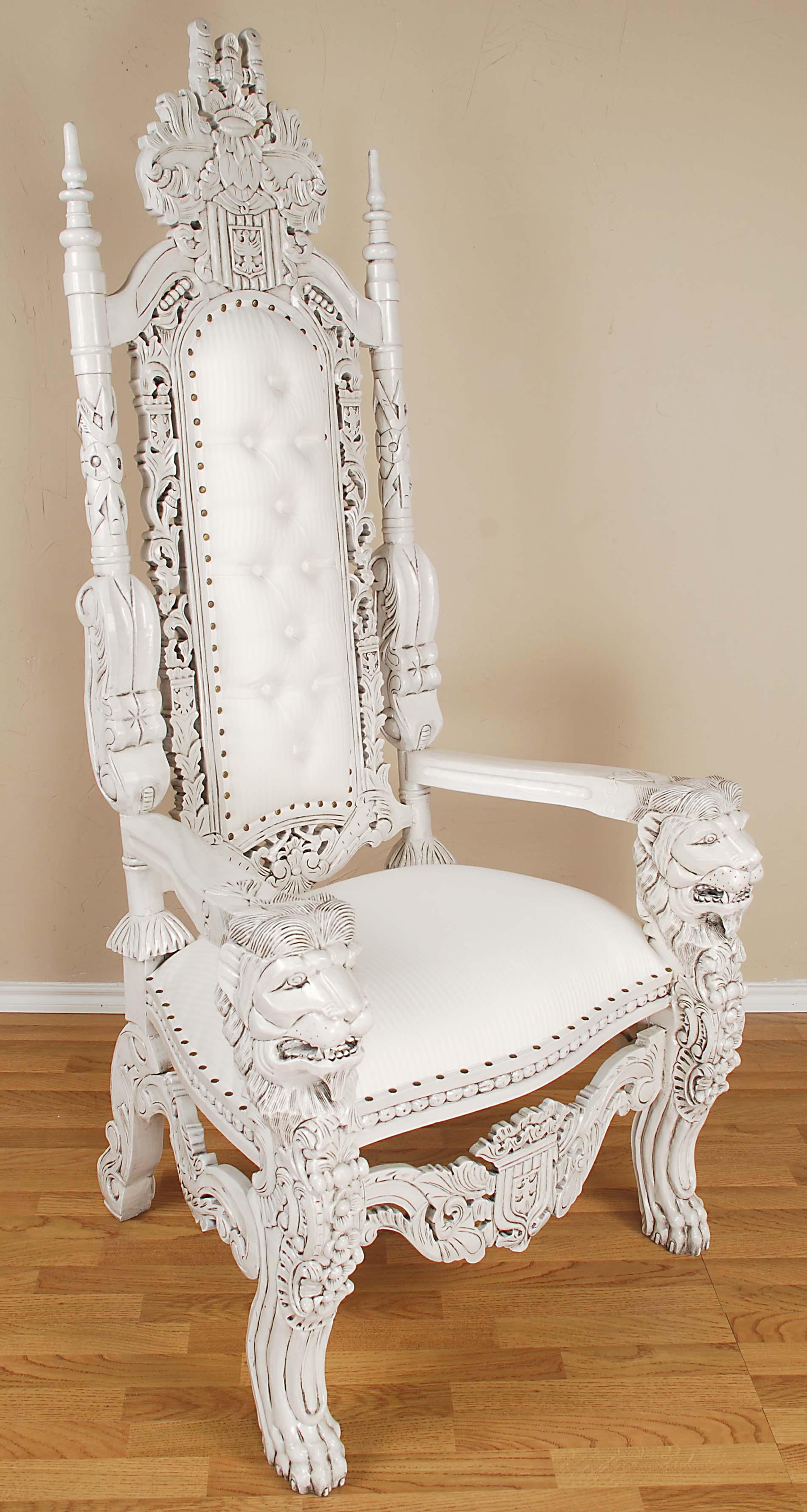 Белое кресло-трон