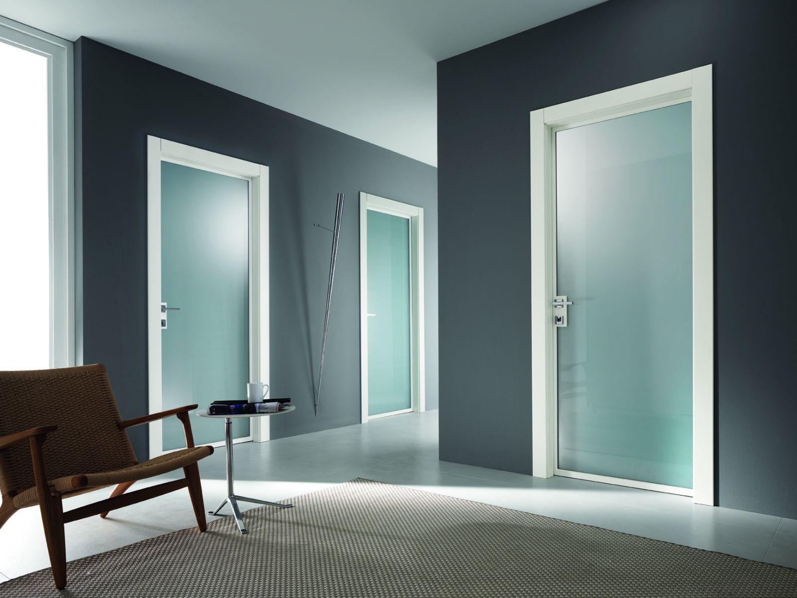 Межкомнатная дверь со стеклом белая