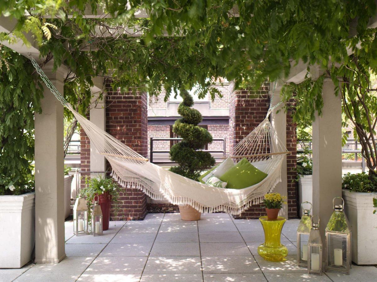 Гамак для дачи — идеальное место отдыха для взрослых и детей (20 фото)
