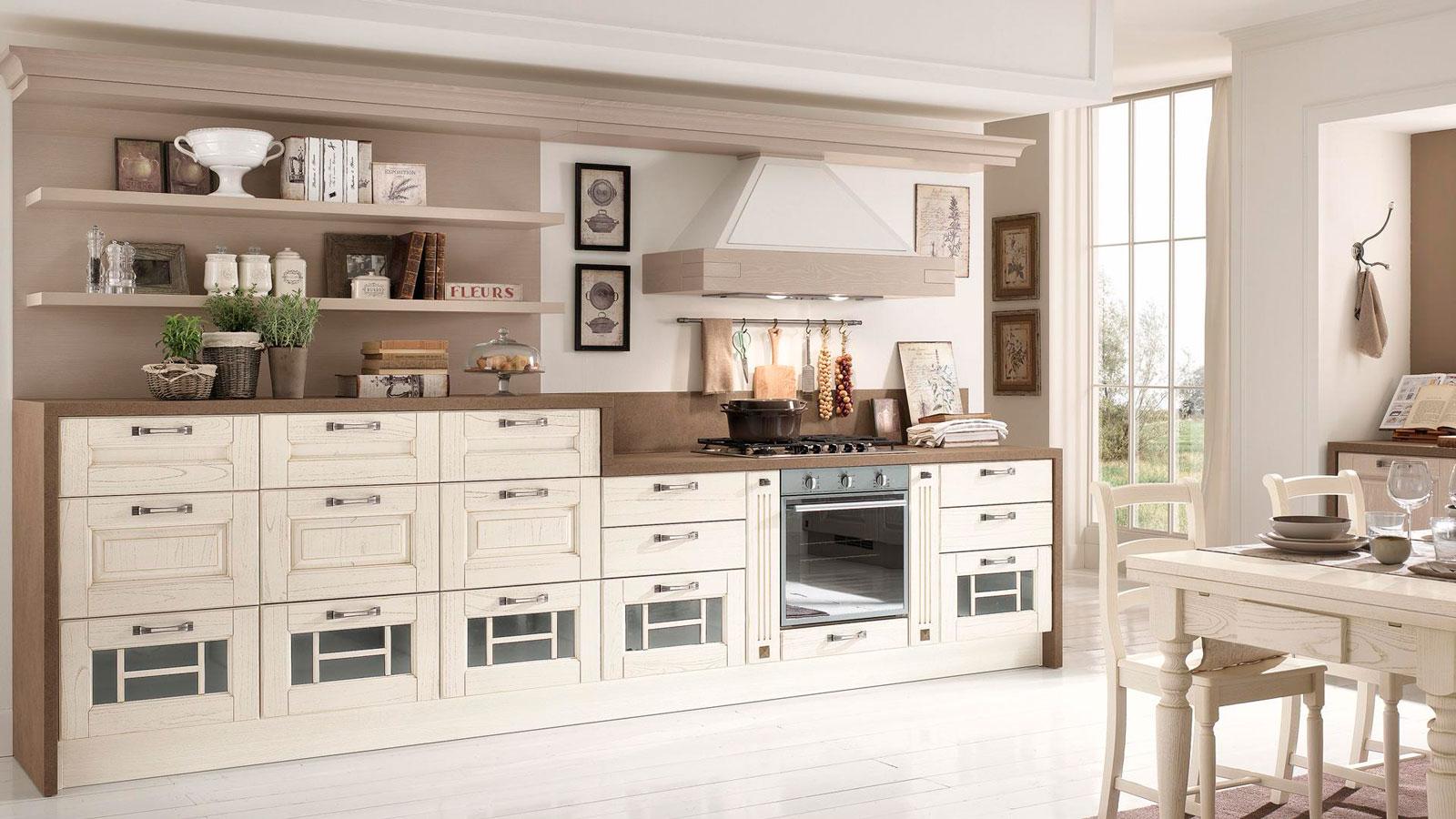 Классический кухонный гарнитур без навесных шкафчиков