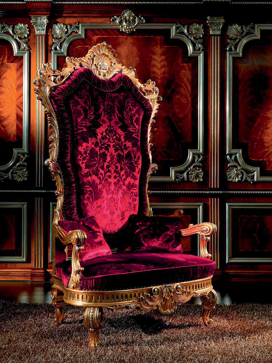 Бордовое кресло-трон