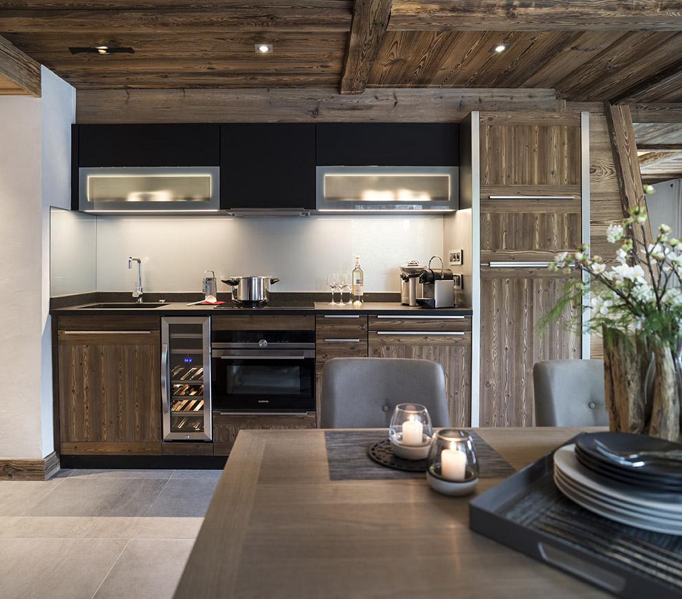 Кухня из массива брашированного дерева